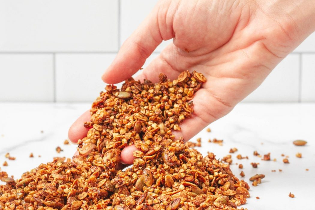 How To Make This Seed Granola That's Filled With Fiber